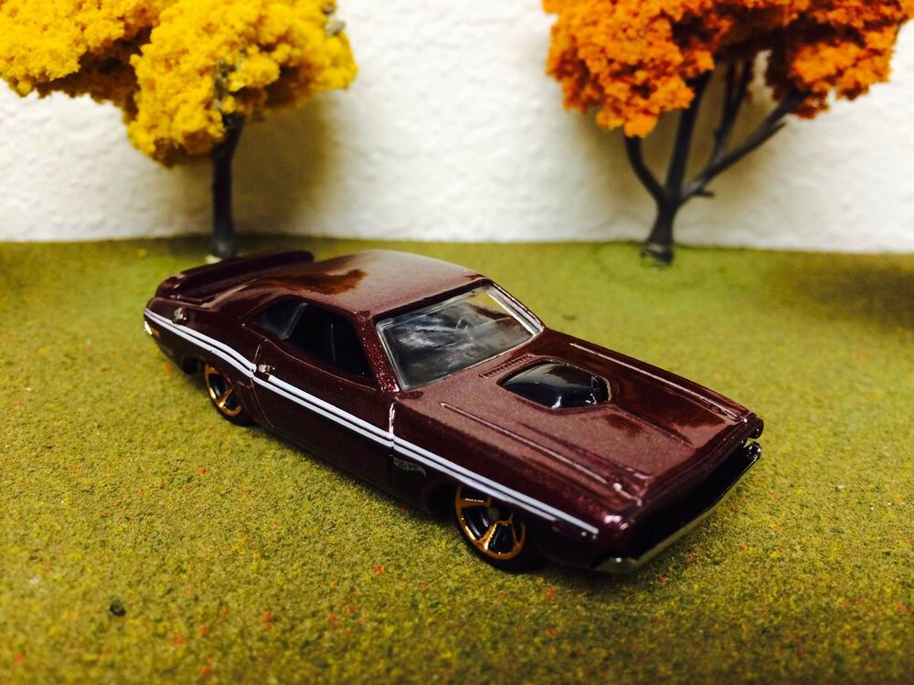 Hot Wheels Dodge Challenger 1971 Muscle Mania 2015 Hot