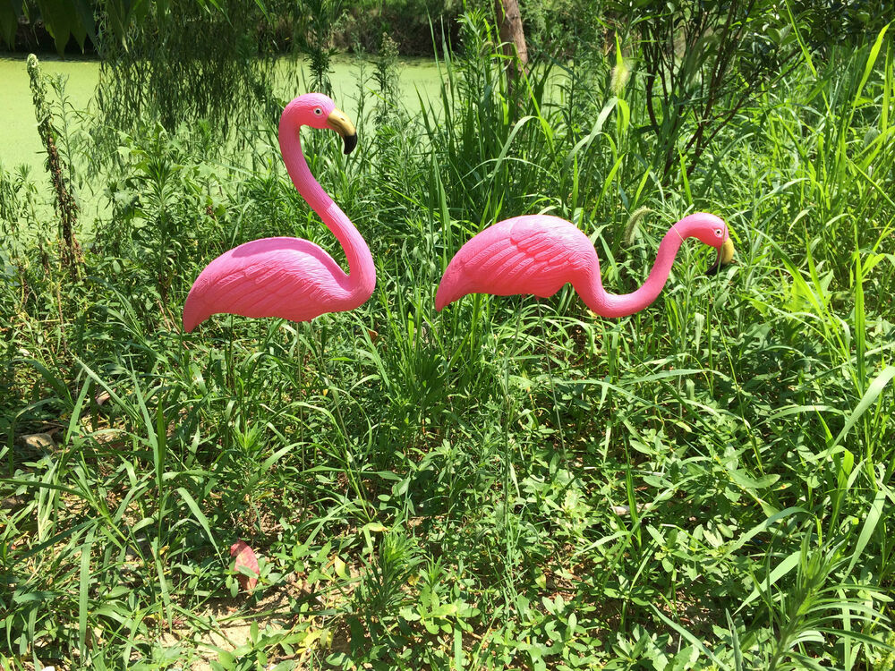 2 pink flamingos plastic yard garden lawn art ornaments for Lawn and garden ornaments