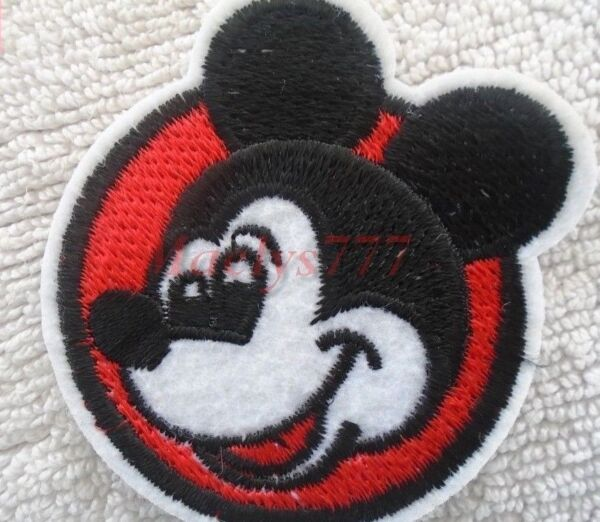 ECUSSON PATCH BRODE,thermocollant,**GANT MICKEY**7 x 7cm.