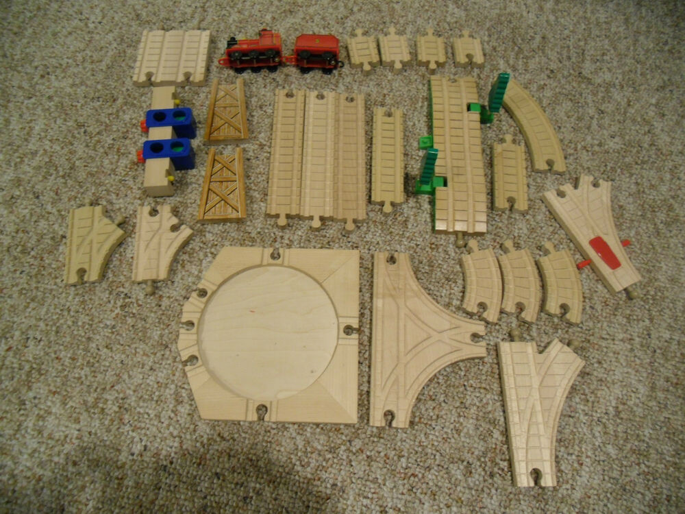 assorted 26 piece thomas the train wooden train set tracks accessories euc ebay. Black Bedroom Furniture Sets. Home Design Ideas