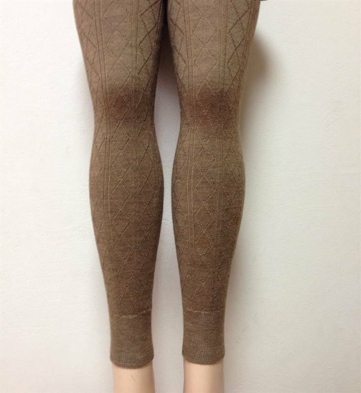 Warm Cotton Leggings rib in thick warm quality and Double gusset Raw-white Cotton Leggings free of elasthane (lycra) These soft high quality strong ribbed leggings in raw-white consist of 80% cotton and are free of elasthane / lycra fibres.