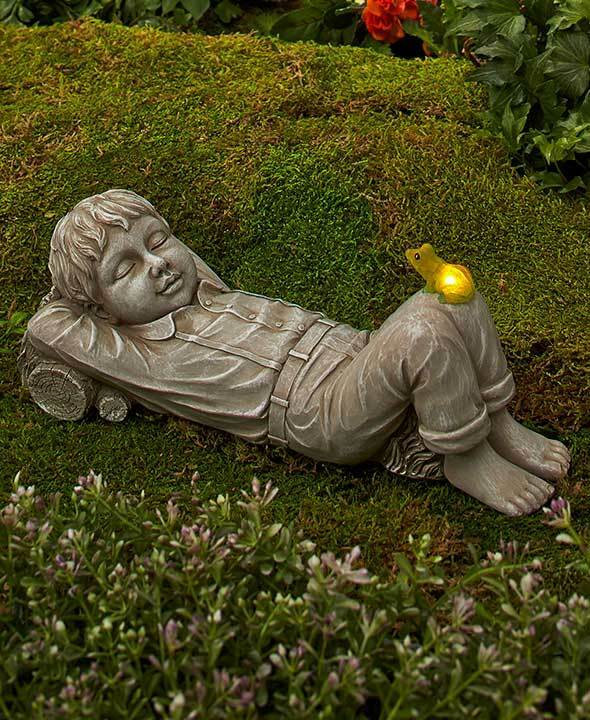 Solar daydreaming boy statue w lighted frog outdoor lawn for Lawn and garden decorative accessories