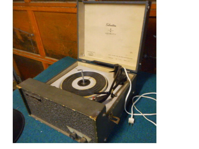 VINTAGE SEARS SILVERTONE 4 SPEED AUTOMATIC RECORD PLAYER ...