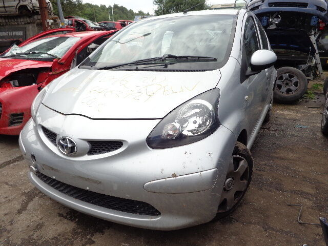 toyota aygo 5 door silver 2006 2007 2008 2009 2010 breaking spares 1kr fe ebay. Black Bedroom Furniture Sets. Home Design Ideas