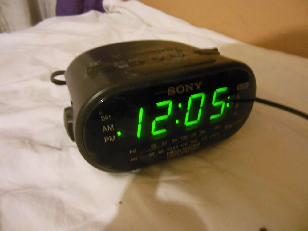 sony icf c318 clock radio drean machine am fm dual alarm green numbers black ebay. Black Bedroom Furniture Sets. Home Design Ideas