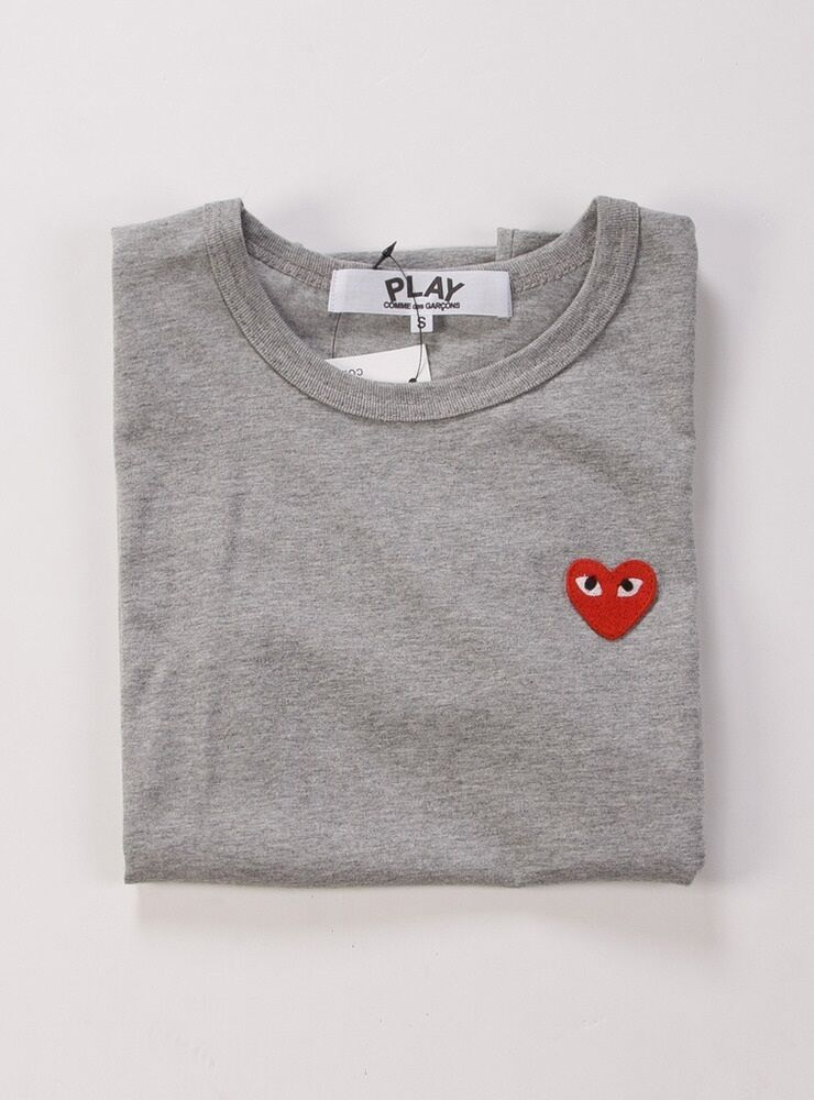 comme des garcons cdg play classic red heart gray t shirt. Black Bedroom Furniture Sets. Home Design Ideas