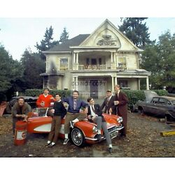 CAST FROM THE 1978 FILM ''ANIMAL HOUSE'' JOHN BELUSI 8X10 PUBLICITY PHOTO (ZY-476)