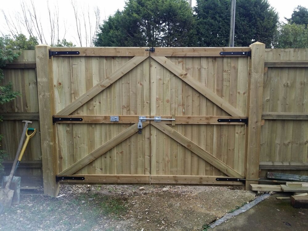 Wooden driveway gates garden gates double gates for How to build a driveway gate