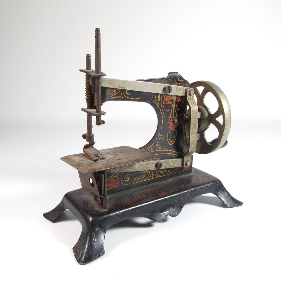 antique child 39 s toy german hand crank cast iron decorated sewing machine ebay. Black Bedroom Furniture Sets. Home Design Ideas