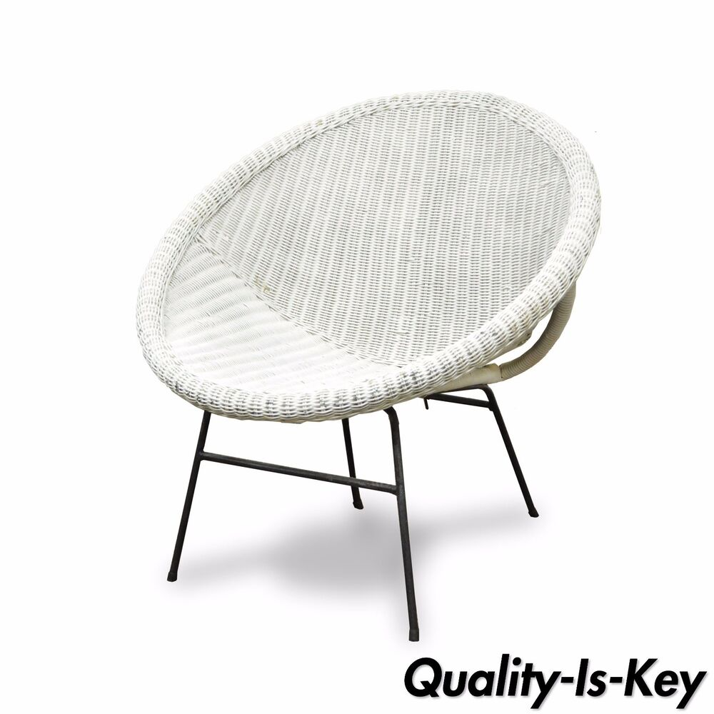 vtg mid century modern white rattan wrought iron hoop tiki cane lounge chair ebay. Black Bedroom Furniture Sets. Home Design Ideas