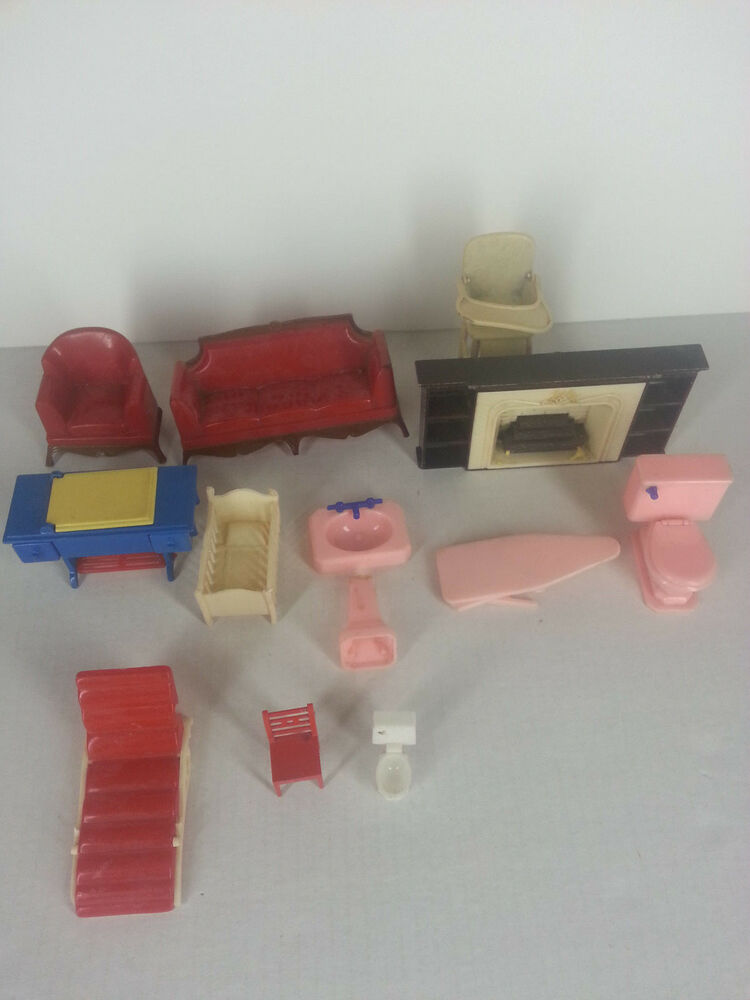 Vintage Renwal Reliable Plasco Miniature Toy Doll House