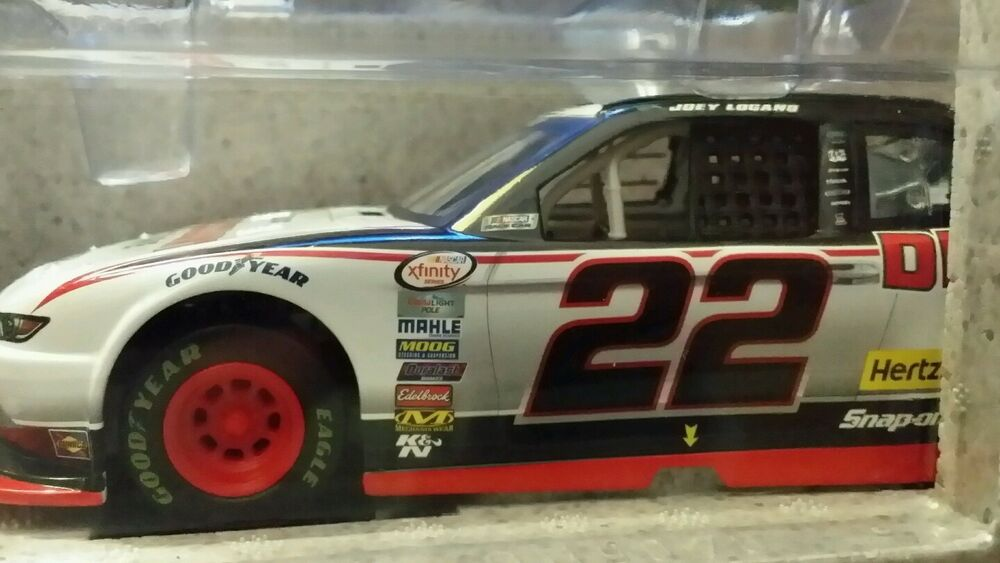 Discount Tire Nascar >> 2015 JOEY LOGANO ACTION LIONEL JOEY LOGANO #22 DISCOUNT TIRE 1:24 NASCAR DIECAST | eBay