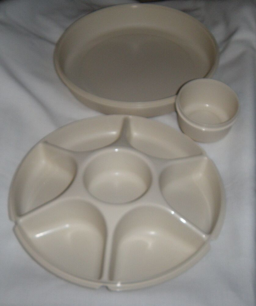 Sectioned Tupperware: Tupperware Vintage Almond Tray Lid Divided Veggie Dip 1665