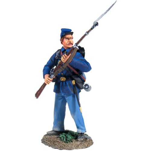 w-britain-civil-war-union-infantry-in-sack-coat-attheready-no-2-31125-acw