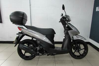 2016 SUZUKI ADDRESS 110...COMES WITH TOP BOX AND ONLY 720 MILES