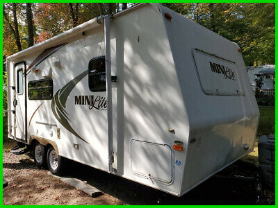 2011 Rockwood Mini-Lite 2109 21.5' Trailer Great Little Camper 1 Slide