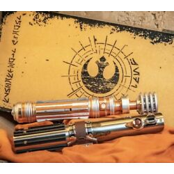 Kyпить IN HAND Disney Star Wars Day Galaxys Edge SkyWalker Leia Lightsaber Hilts LE на еВаy.соm