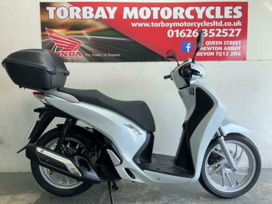 HONDA SH125i ABS WHITE 2013 63 REG 2 OWNERS 18818 MILES WITH TOP KIT
