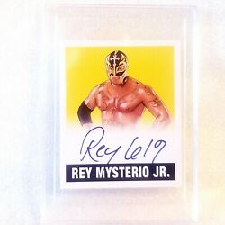 ????  rare #'d 9/25 REY MYSTERIO on card authentic autograph / WWE WRESTLING MINI