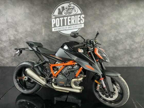 KTM 1290 Superduke R 2021  **FREE TECH PACK AND 20% OFF POWER PARTS**