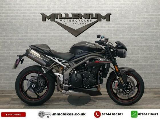 2018 (18) TRIUMPH SPEED TRIPLE 1050 RS  FINISHED IN BLACK WITH 5621 MILES.