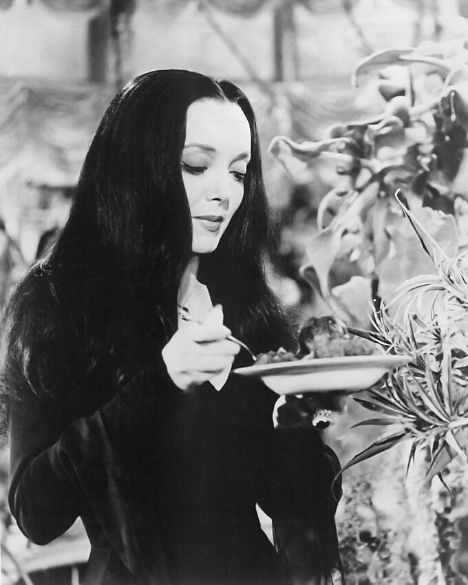 THE ADDAMS FAMILY CAROLYN JONES 11X14 PHOTO | eBay