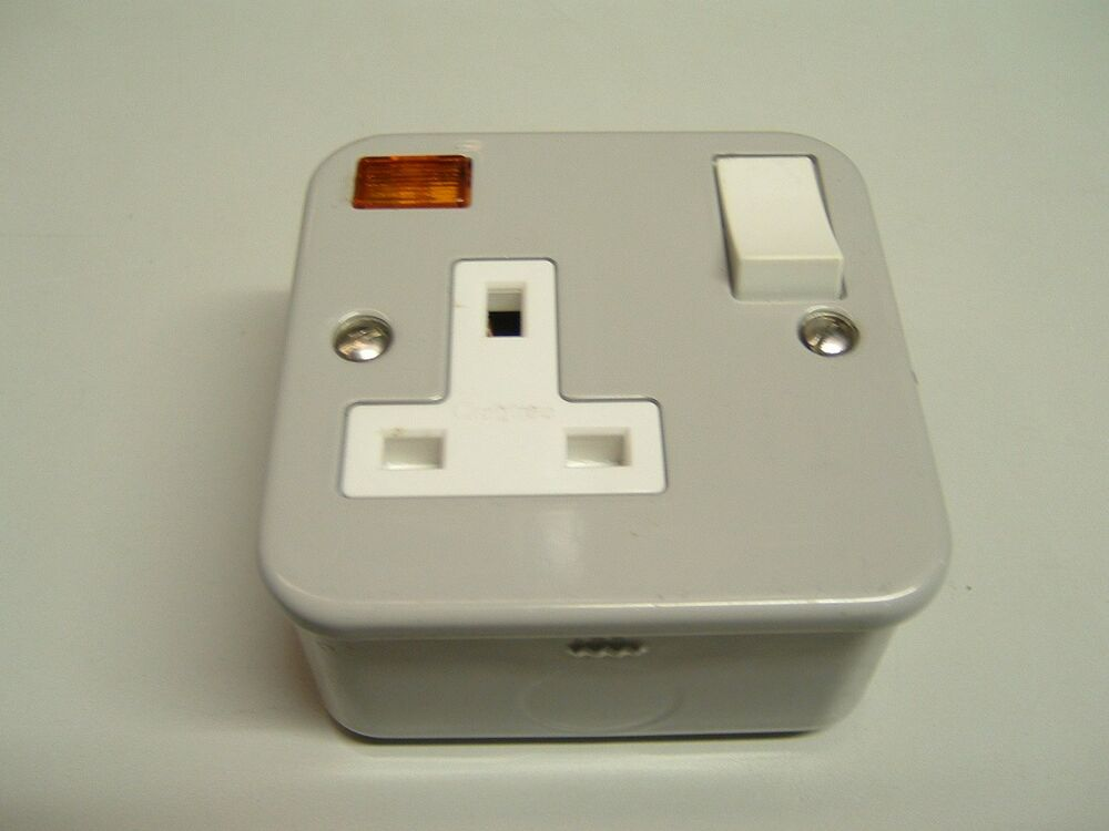 crabtree 4214  3 bg 1 gang metal clad switched socket with