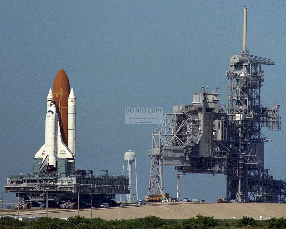 SPACE SHUTTLE ENDEAVOUR ROLLS FROM LAUNCH PAD 39A TO 39B ...