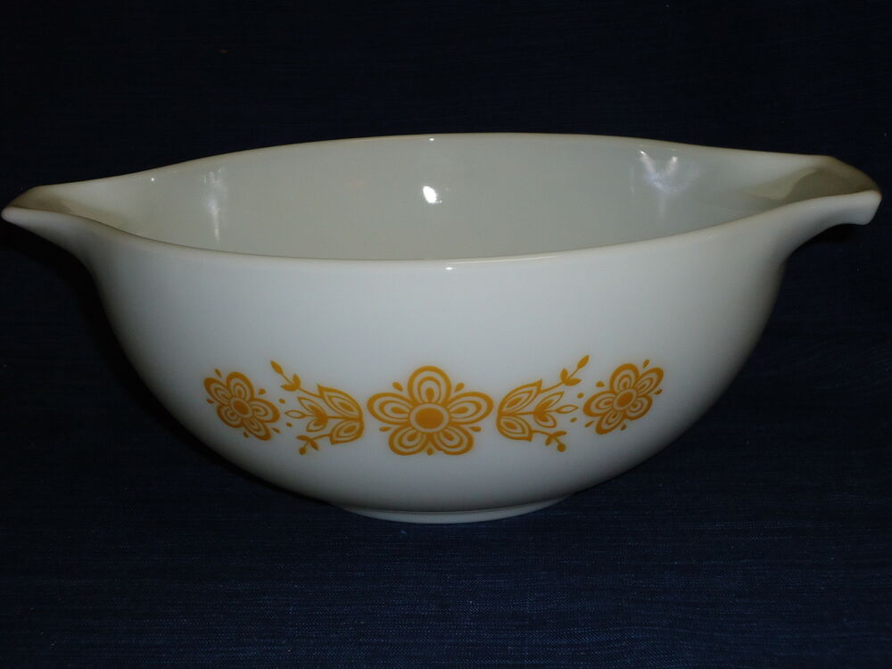 Vintage 2 5 Liter Pyrex Quot Butterfly Gold Quot White Mixing Bowl