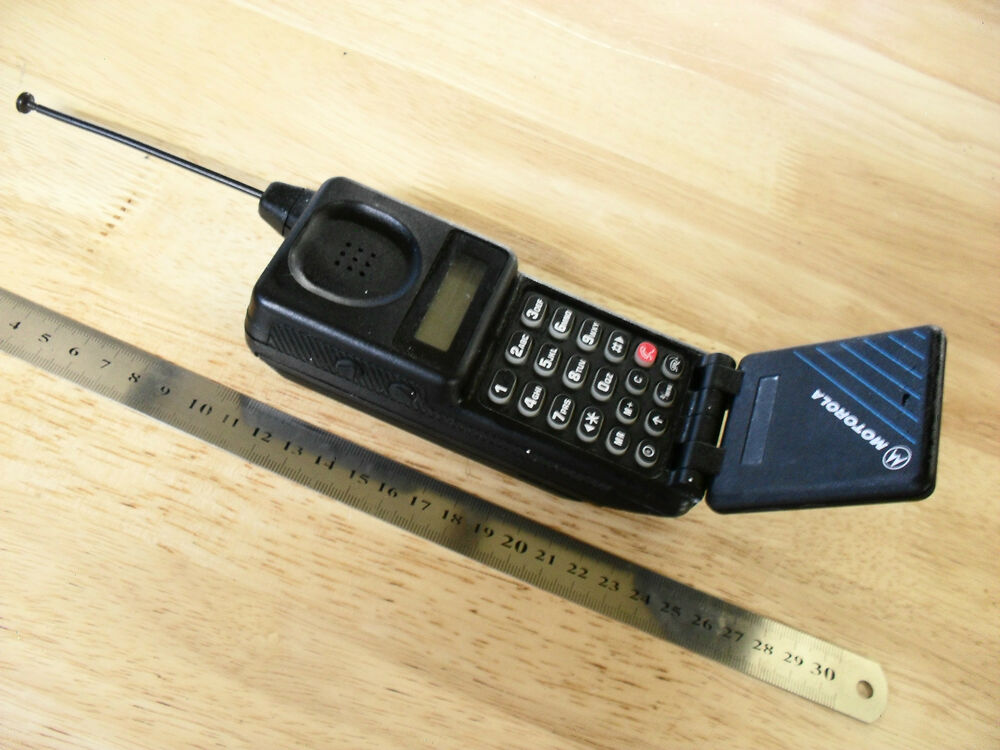 Motorola micro tac classic mobile phone classic for Mobel vintage retro
