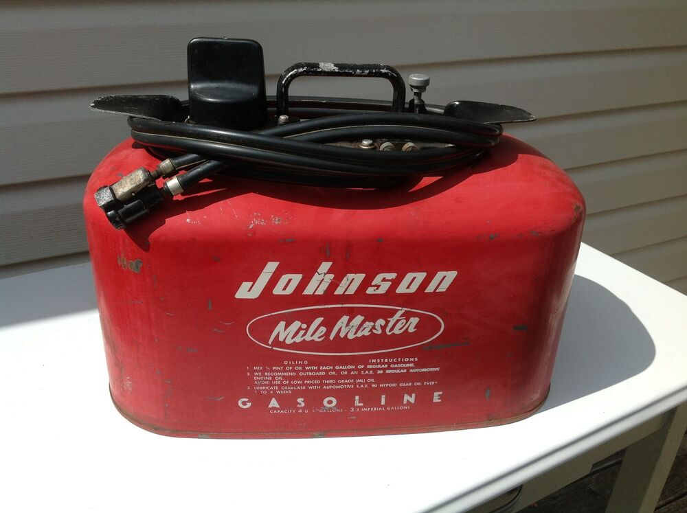 Vintage johnson mile master outboard motor 4 gallon gas for Outboard motor gas tank hose