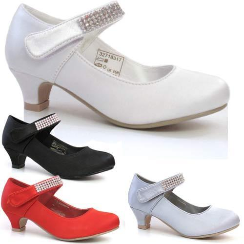Dress Shoes and Heels for Girls Grade school promotions, flower girl duties, and holiday get-togethers are just a few special occasions for girls to dress up. Make sure that your girl can hold her head high and look great with girls' dress shoes from Payless.
