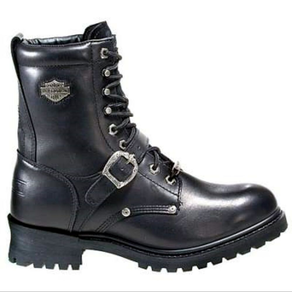 From the jaw-dropping variety of cruiser and street motorcycle boots for men and women available at Motorcycle House, you can either select full-length motorcycle boots, riding shoes or 3/4- length boots that are slightly shorter than full-length boots but much longer than the traditional ankle boots.