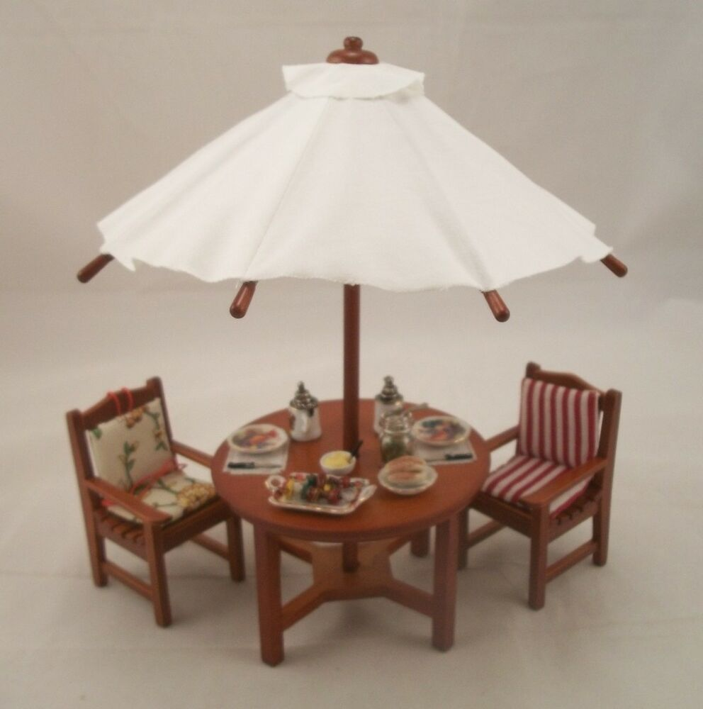 Garden table w umbrella chairs serttings for Garden table and chairs with umbrella