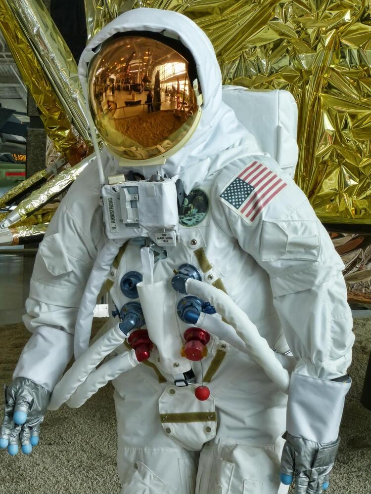apollo replica space suit -#main