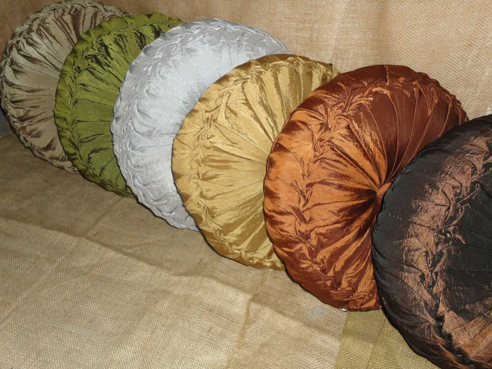 Tufted Round Decorative Pillow : J QUEEN 15
