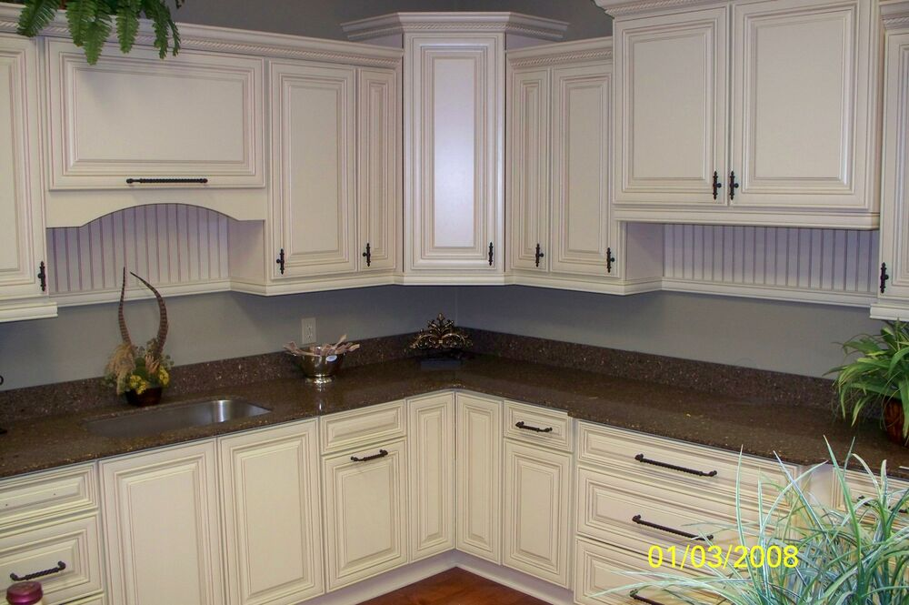 Solid wood kitchen cabinets 10x10 antique white glaze ebay for Antique glazed kitchen cabinets