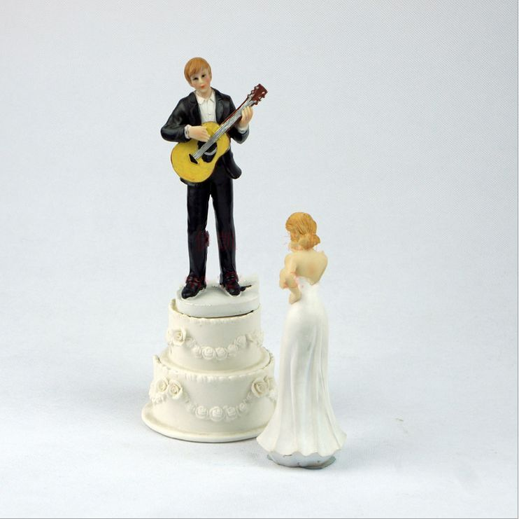 wedding cake topper groom playing guitar serenade guitar groom wedding cake 26331