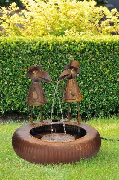 metallbrunnen metall brunnen deko wasserspiel mit zwei raben und elektro pumpe ebay. Black Bedroom Furniture Sets. Home Design Ideas