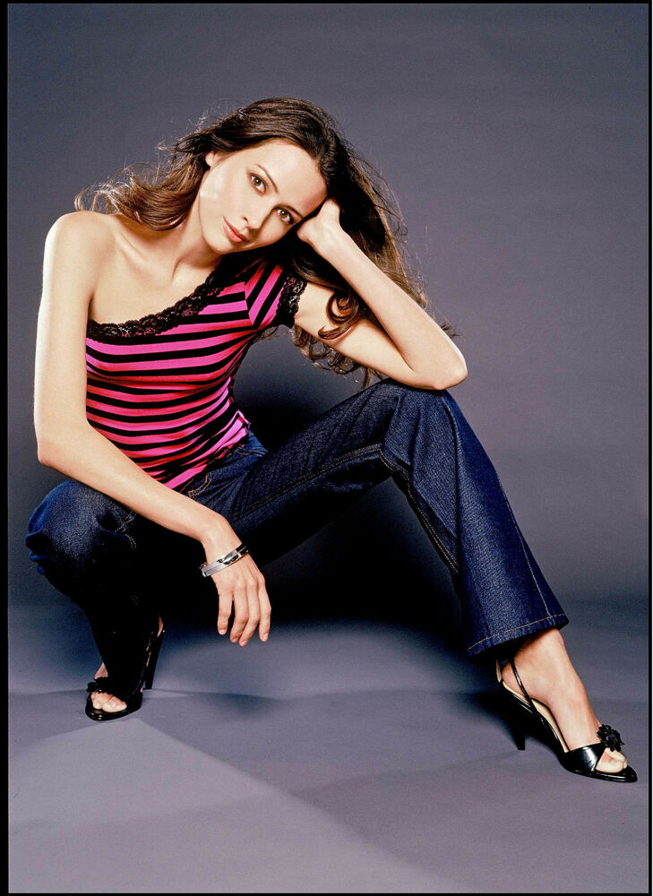 Amy Acker 8x10 In Sexy Striped Top And Jeans Second View Ebay