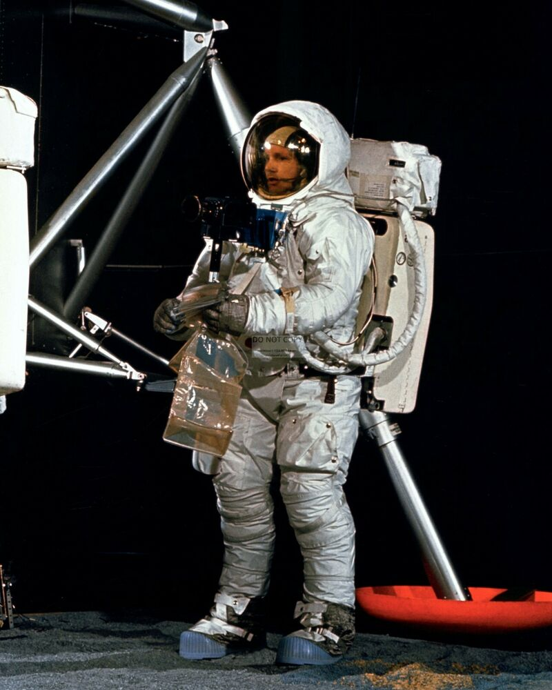 NEIL ARMSTRONG APOLLO 11 ASTRONAUT DURING TRAINING - 8X10 ...