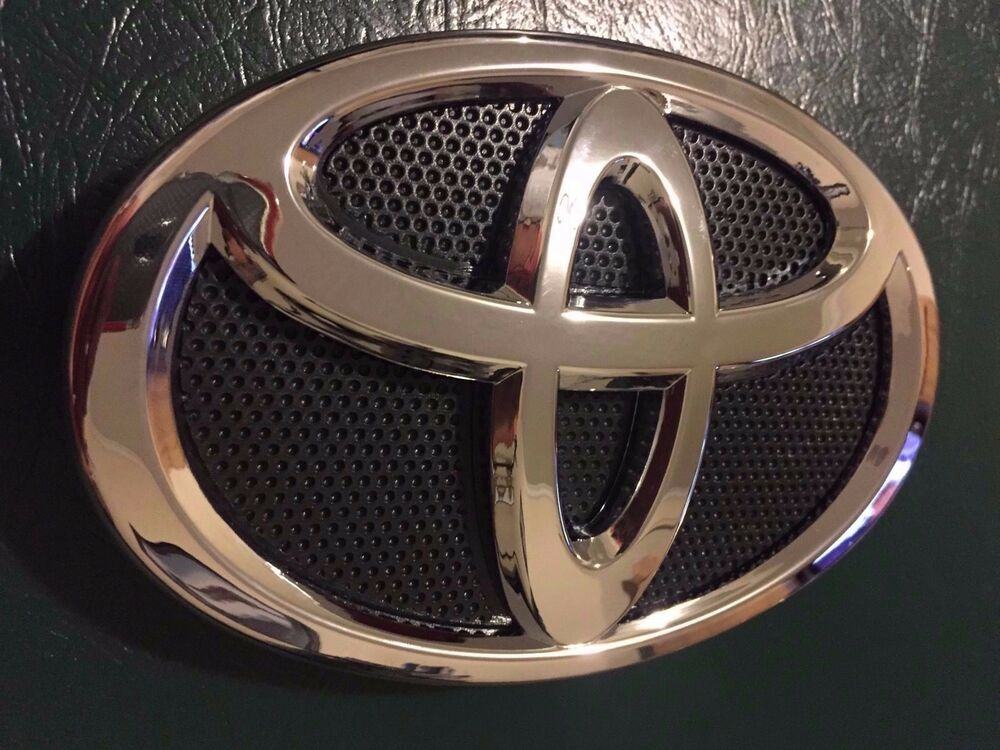Toyota Camry 2010 2011 Front Grill Emblem New Genuine Oem