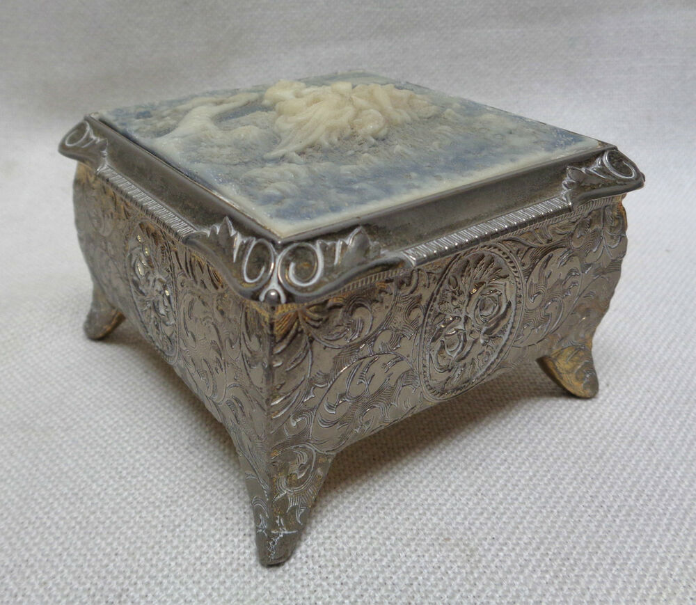 Decorative Trunk Boxes: Antique Japanese Decorative Trinket Box W. Carved Lovers