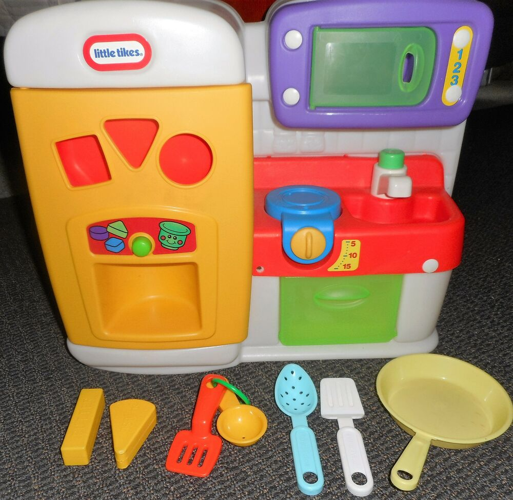 VTG Little Tikes PLAY Kitchen REFRIGERATOR STOVE MICROWAVE