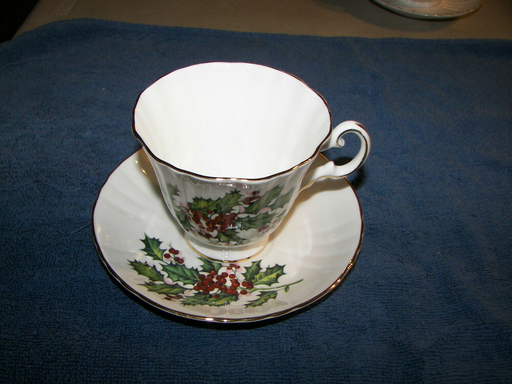 royal grafton vintage fine bone china made in england footed cup saucer holly ebay. Black Bedroom Furniture Sets. Home Design Ideas