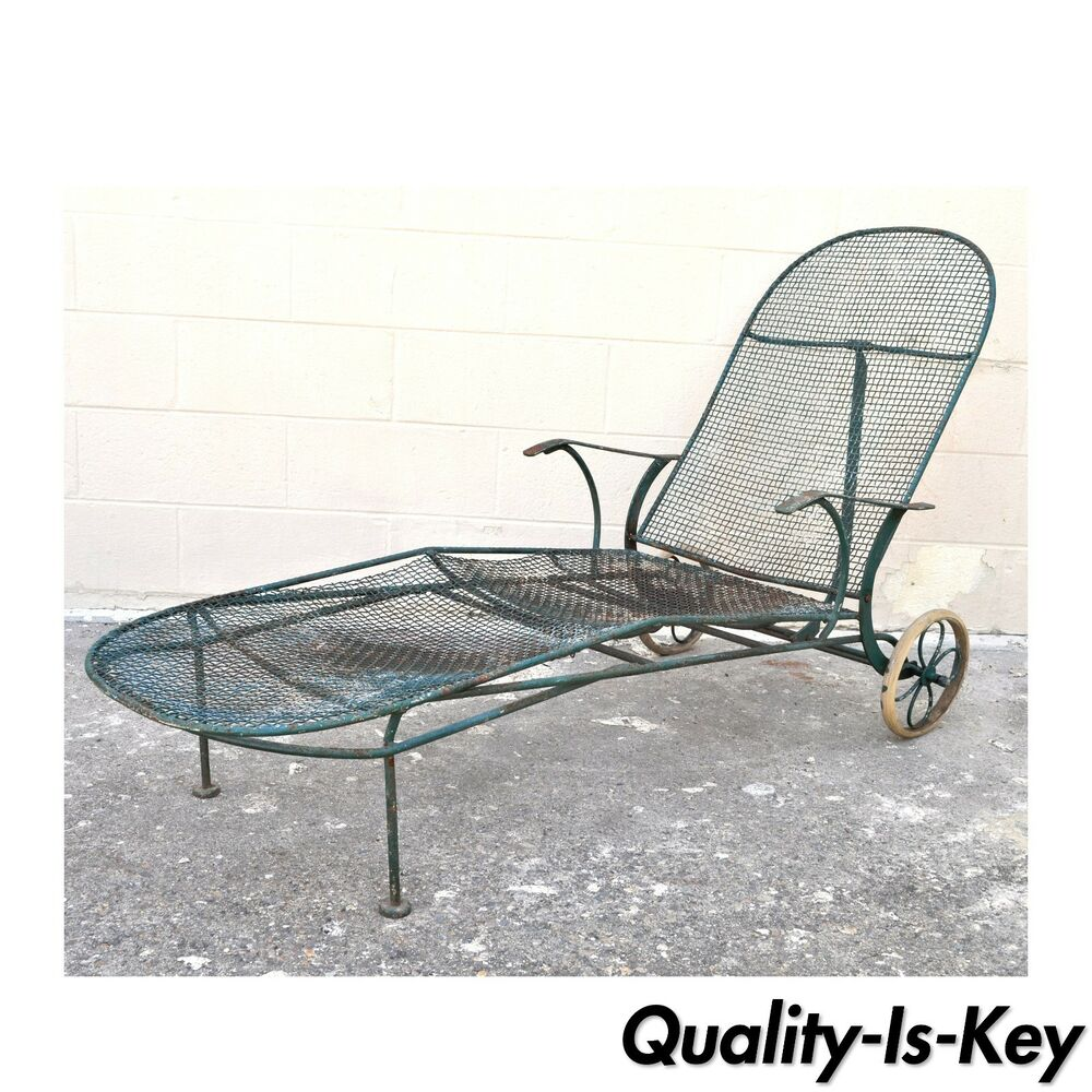 Vintage russell woodard sculptura wire mesh iron reclining for Black mesh chaise lounge