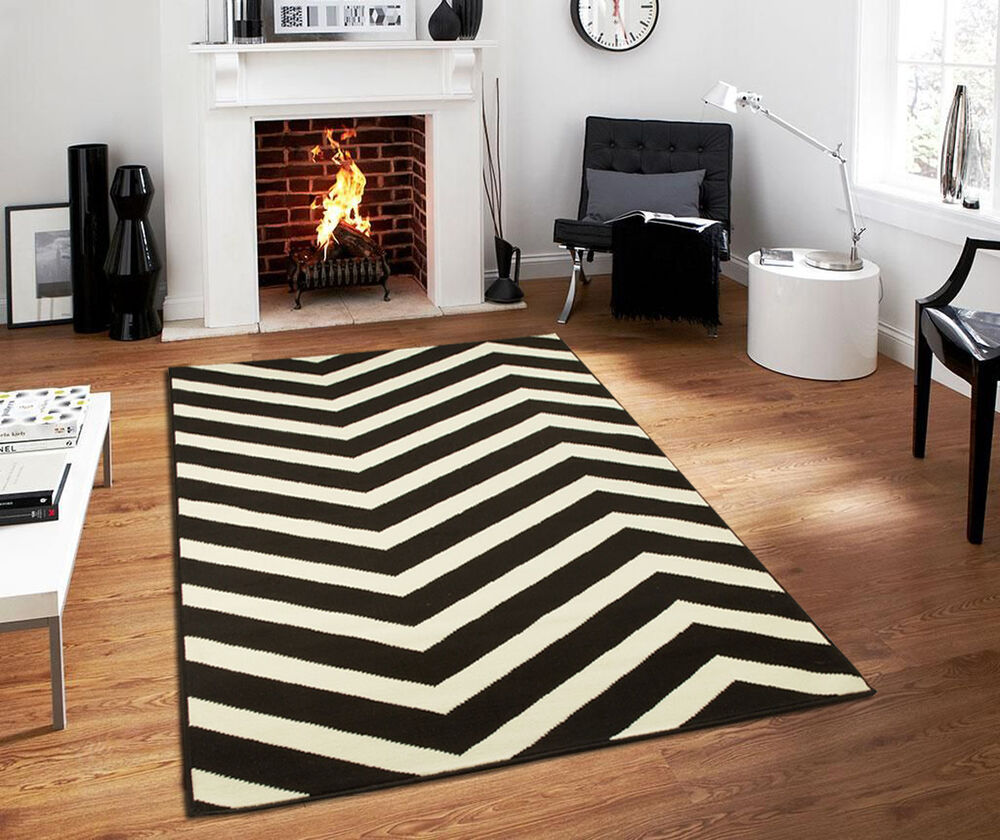 8x10 Indoor Outdoor Area Rugs: Large Indoor Outdoor 8x10 Courtyard Black White ZigZag