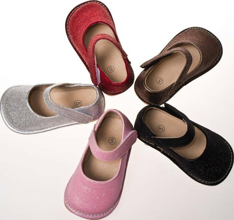 Take a fashionable first step forward with toddler shoes from Kohl's! No matter the style, you'll find just what your little one is looking for! We have toddler sandals for warm-weather wear, toddler boots for when the weather turns cold, and footwear for more formal occasions, like toddler loafers.