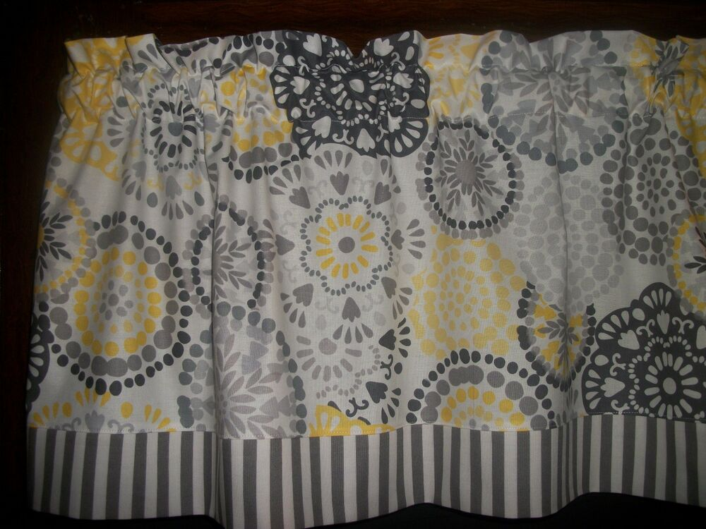 gray and yellow curtains