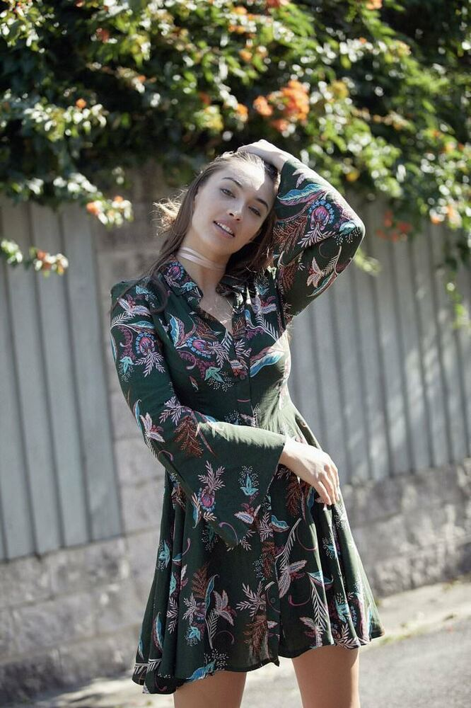 39bd1880f876c7 Details about Jaase Rihana Jungle Queen Shirt Dress S Green Feathers Floral  Paisley Bell Slv